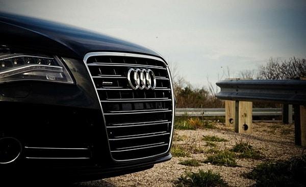 Elektrokühlbox kühlt im Audi