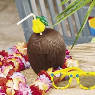 Kokosnuss Becher mit Strohalm